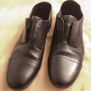Unisex distressed brogue shoes
